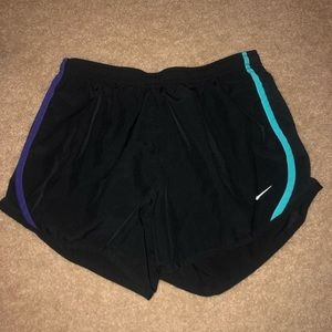 2 pairs of Nike shorts